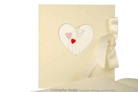 Hochzeitsgästebuch mit Herzausschnitt in Creme